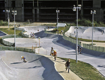 Des images incroyables du gigantesque skatepark de la Villette refont surface